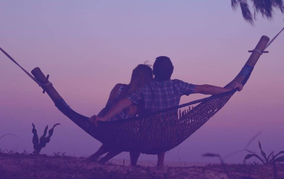 10 WAYS TO CREATE A STRONG, INTIMATE RELATIONSHIP
